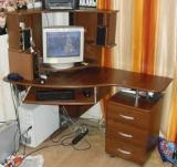 Продаю стол компьютерный угловой