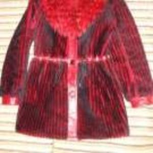Продаю мутоновую шубу черно-красного цвета