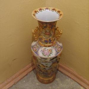 Продаётся ваза напольная керамическая производство Китай.