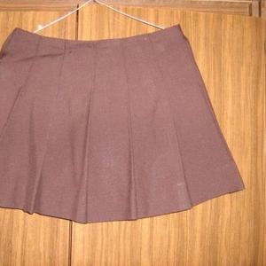 Продаю коричневую юбку в складочку