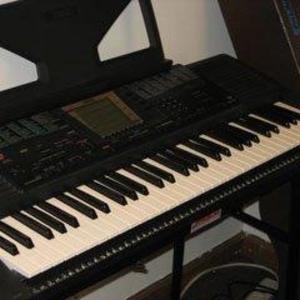 Музыкальный синтезатор Yamaha PSR-330