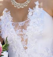 Продаю очень красивое,  пышное,  белое свадебное платье